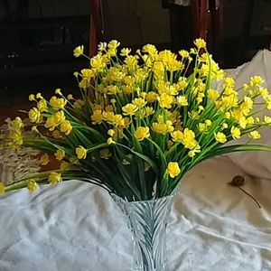 Yellow artificial flower plants. 8 bunches. NWOT